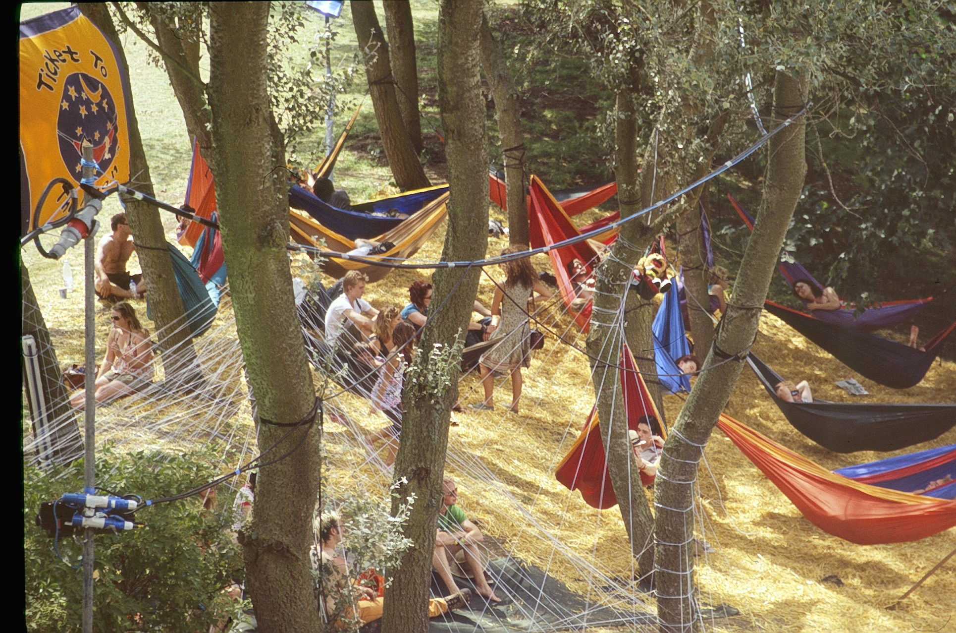 TTTM3872_hammock_parachute_TM_festival_fun_smile_forest_relax_happiness_ticket_to_the_moon.jpg