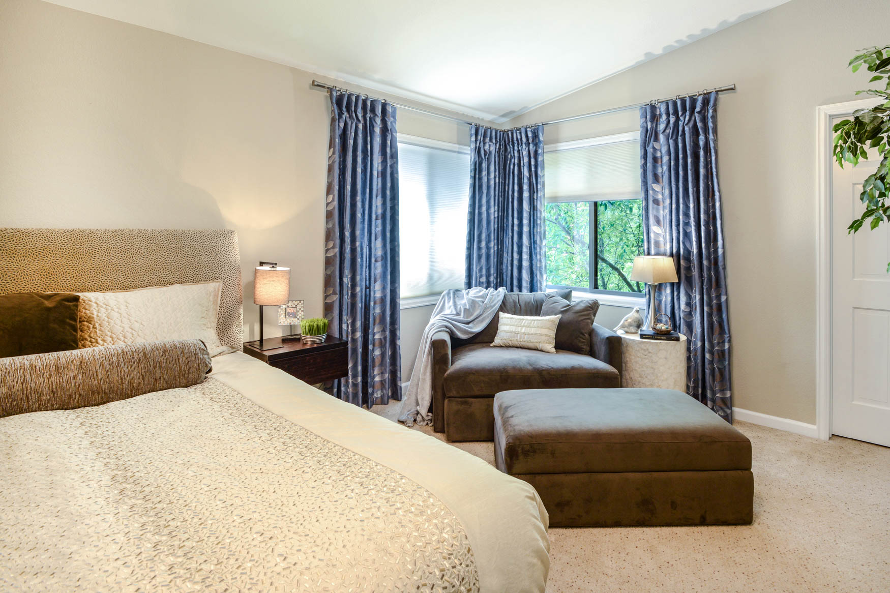 Haven Interiors Saddleback Bed1