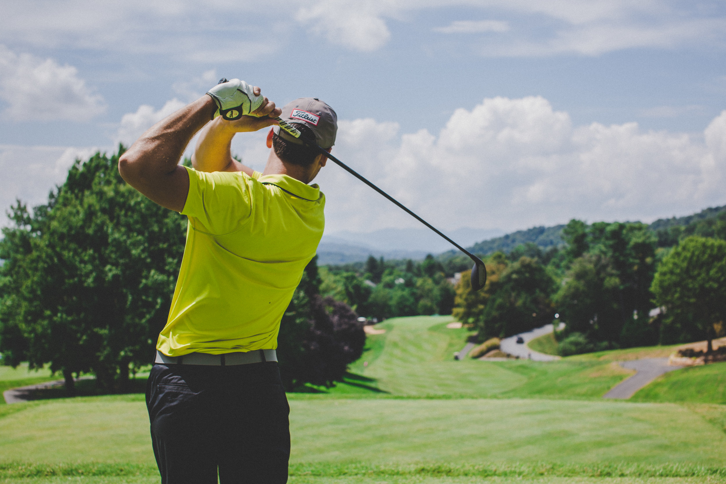 Let Us Handle The Driving - The Okanagan Valley offers over 70 golf courses. During your next golf holiday, arrive to the course each day in comfort and style with White Star Limo.