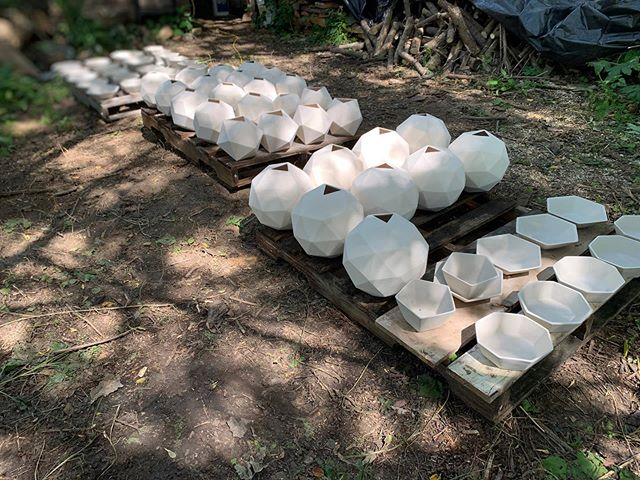 Loading the Anagama. . . . . #ceramics #clay #porcelain #pottery #slipcast #keramik #woodfiredpottery #kiln #artistsoninstagram #buyhandmade #mnmade #wildclay #art #geometry #interiordesign #naturallight #jglceramics