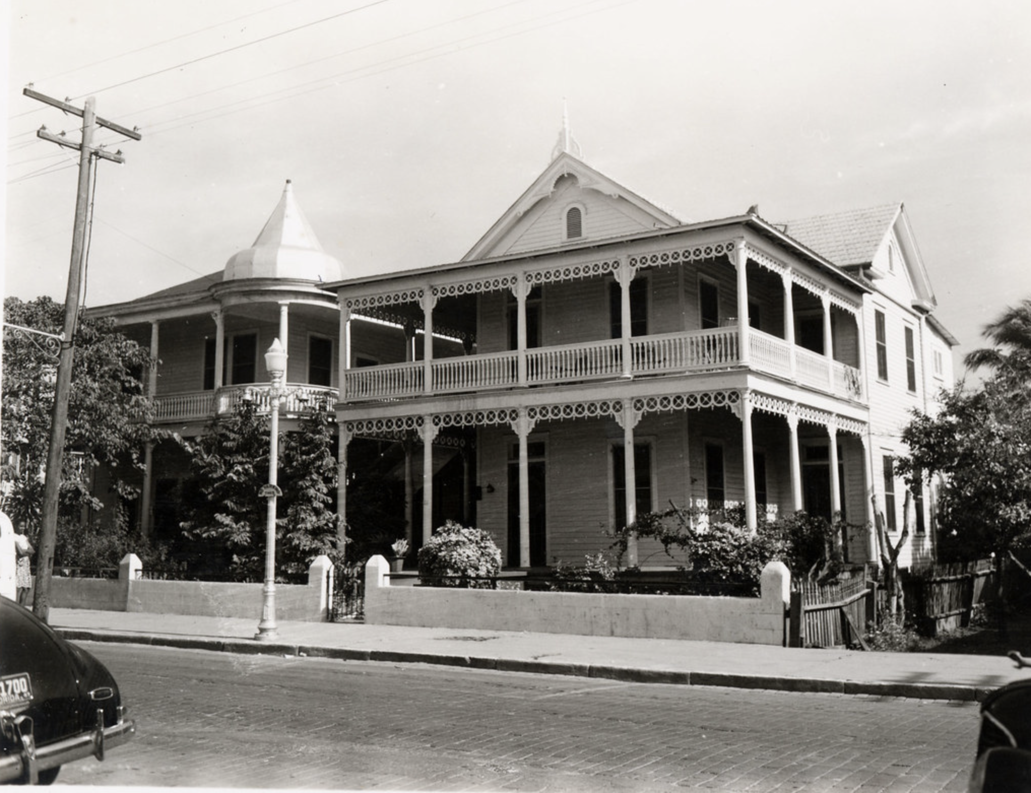 The house at 915 Duval Street C 1970. From the Ida Woodward Barron Collection. Florida Keys Public Libraries.