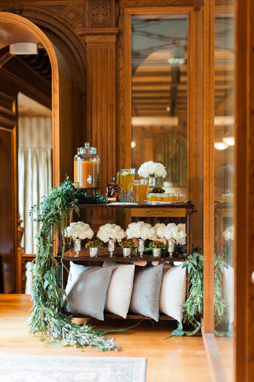 winter-glitz-wedding-inspiration-dane-estate-daylynn-designs32.jpg