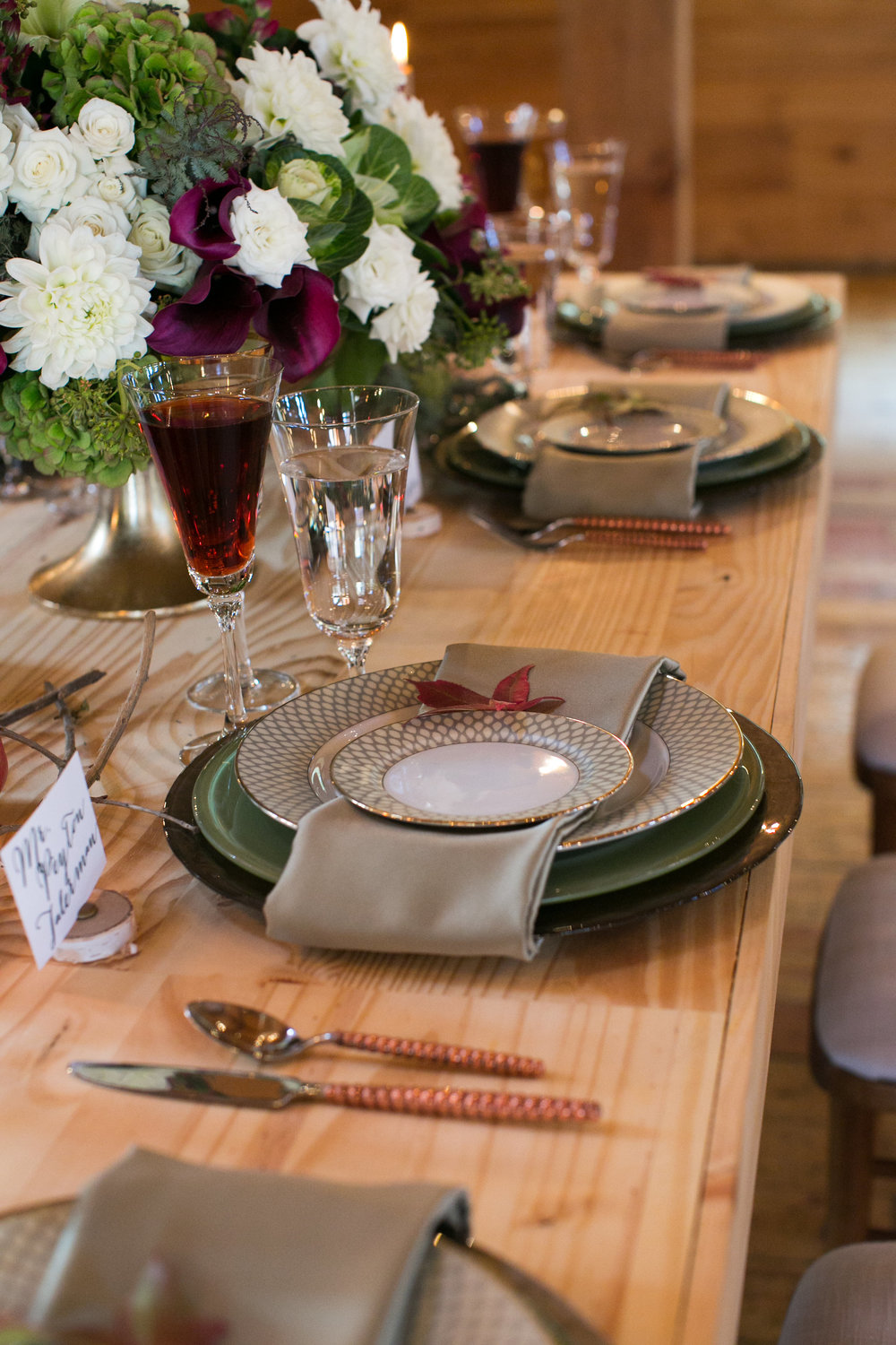 rustic-fall-friendsgiving-red-lion-cohasset-daylynn-designs093.jpg