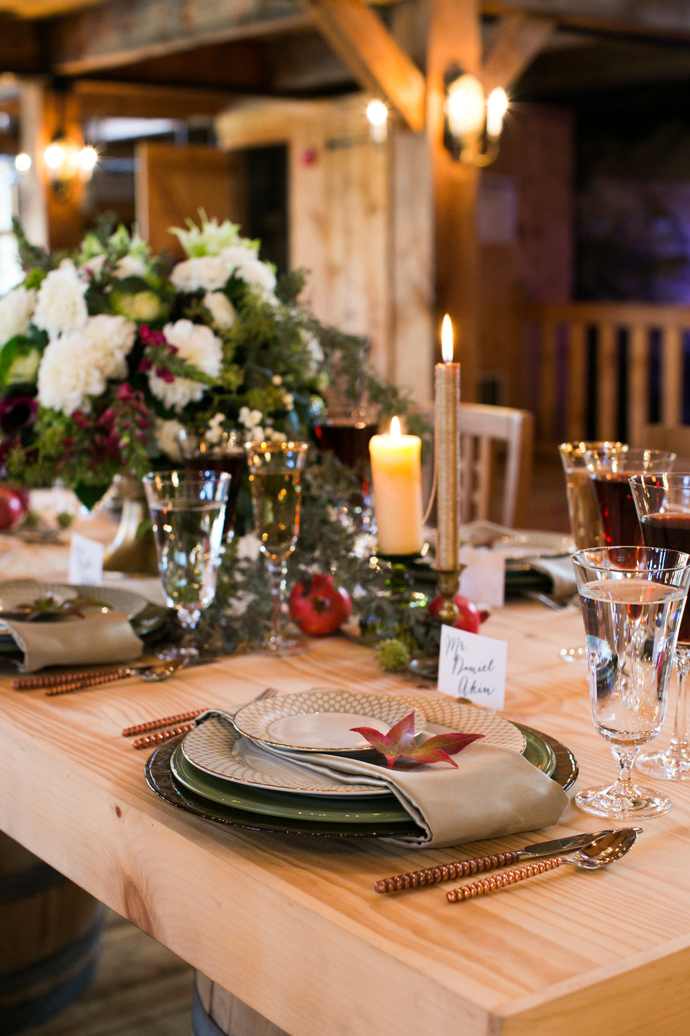 rustic-fall-friendsgiving-red-lion-cohasset-daylynn-designs096.jpg