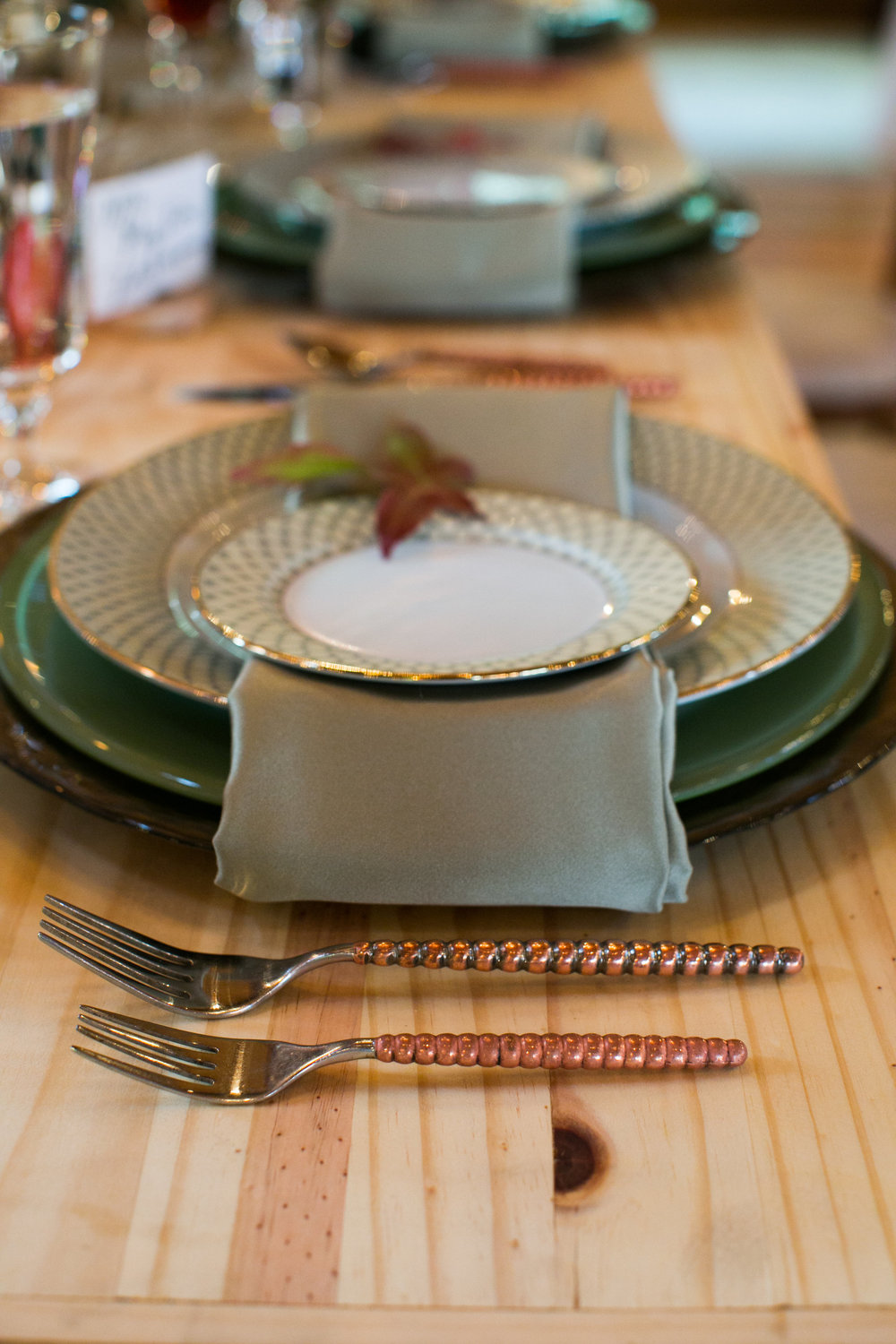 rustic-fall-friendsgiving-red-lion-cohasset-daylynn-designs111.jpg