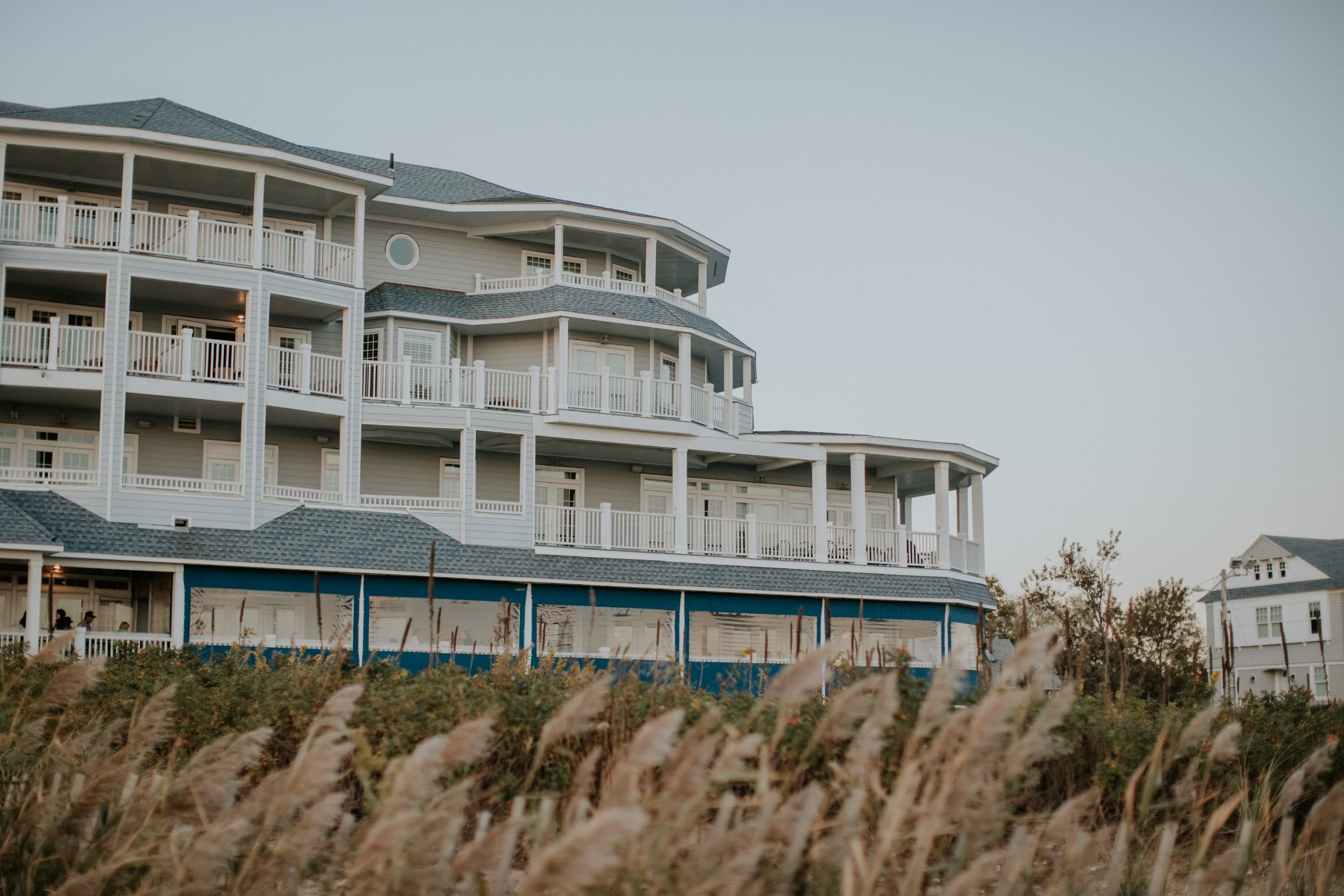 madison-beach-hotel-coastal-rose-gold-daylynn-designs-127.jpg