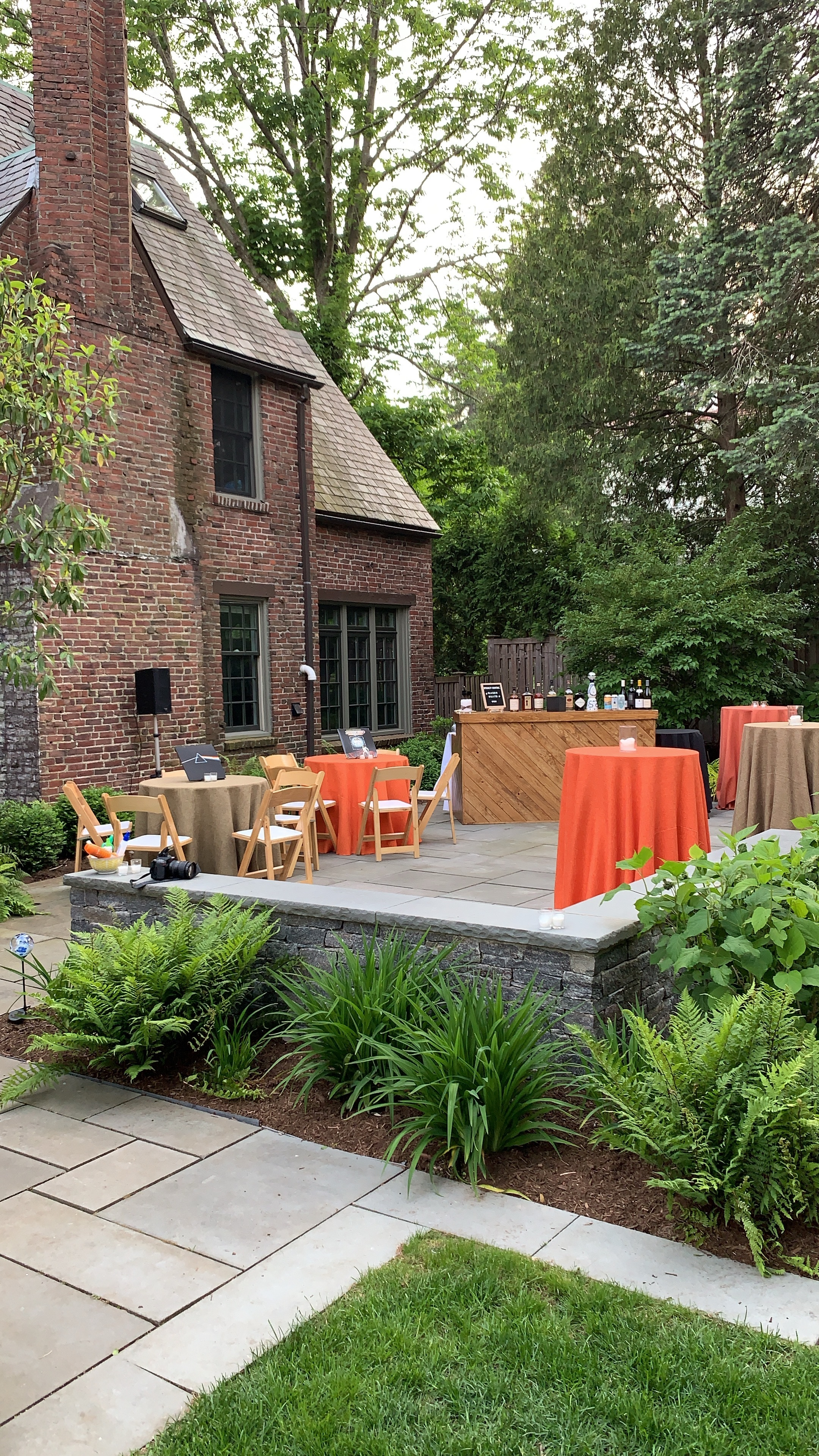 70s-themed-birthday-party-wood-bar-tweed-linens-daylynn-designs