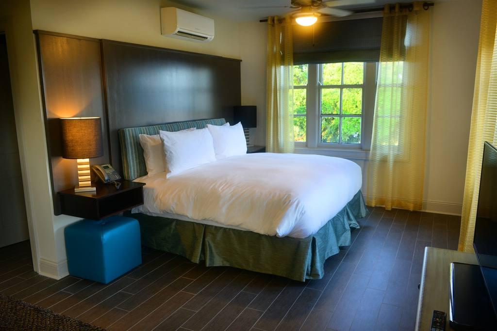 bridal suite bed.jpg
