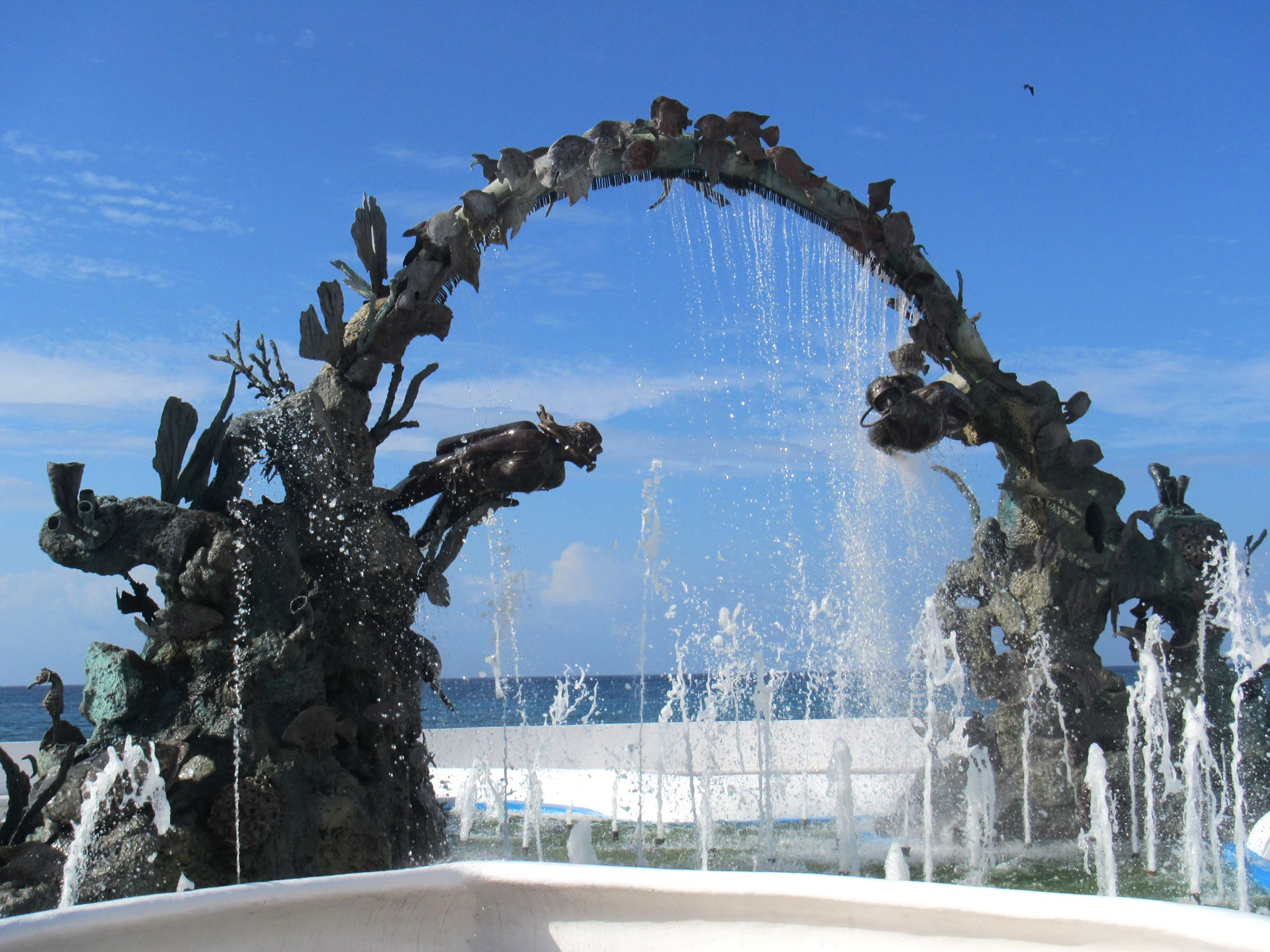 coz malecon diving statue.jpg