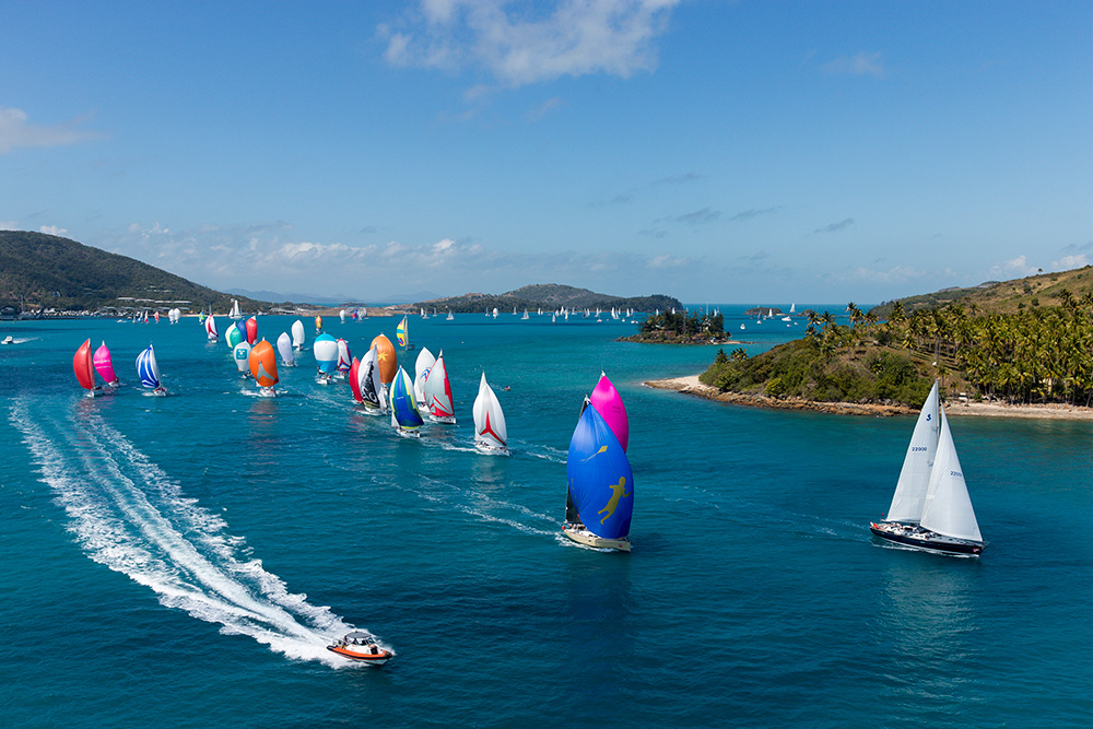 AHIRW2015-fleet-leaving-Dent-Passage_credit-Andrea-Francolinin.jpg