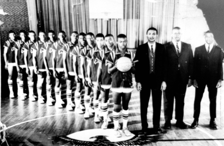 basketballteam_1966_67_14557519282_o.jpg