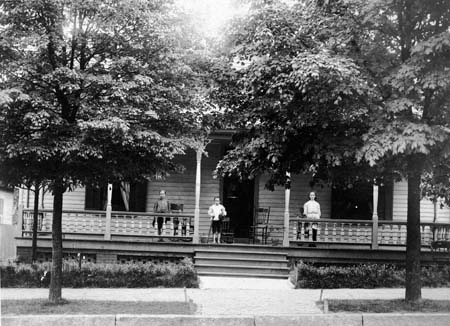 childrenonporch_mayberaleigh_c1900_1910_14565305982_o.jpg