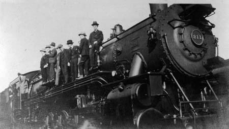 men_locomotive_no_211_c1910_14564455984_o.jpg