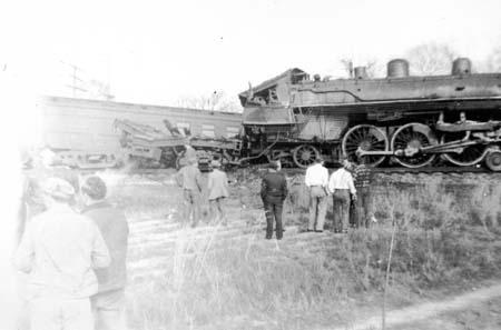 trainwreck_auburn_dec28_1946_14543038946_o.jpg