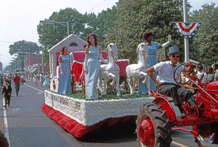 queens-float-c1969-centennial_14379465990_o.jpg