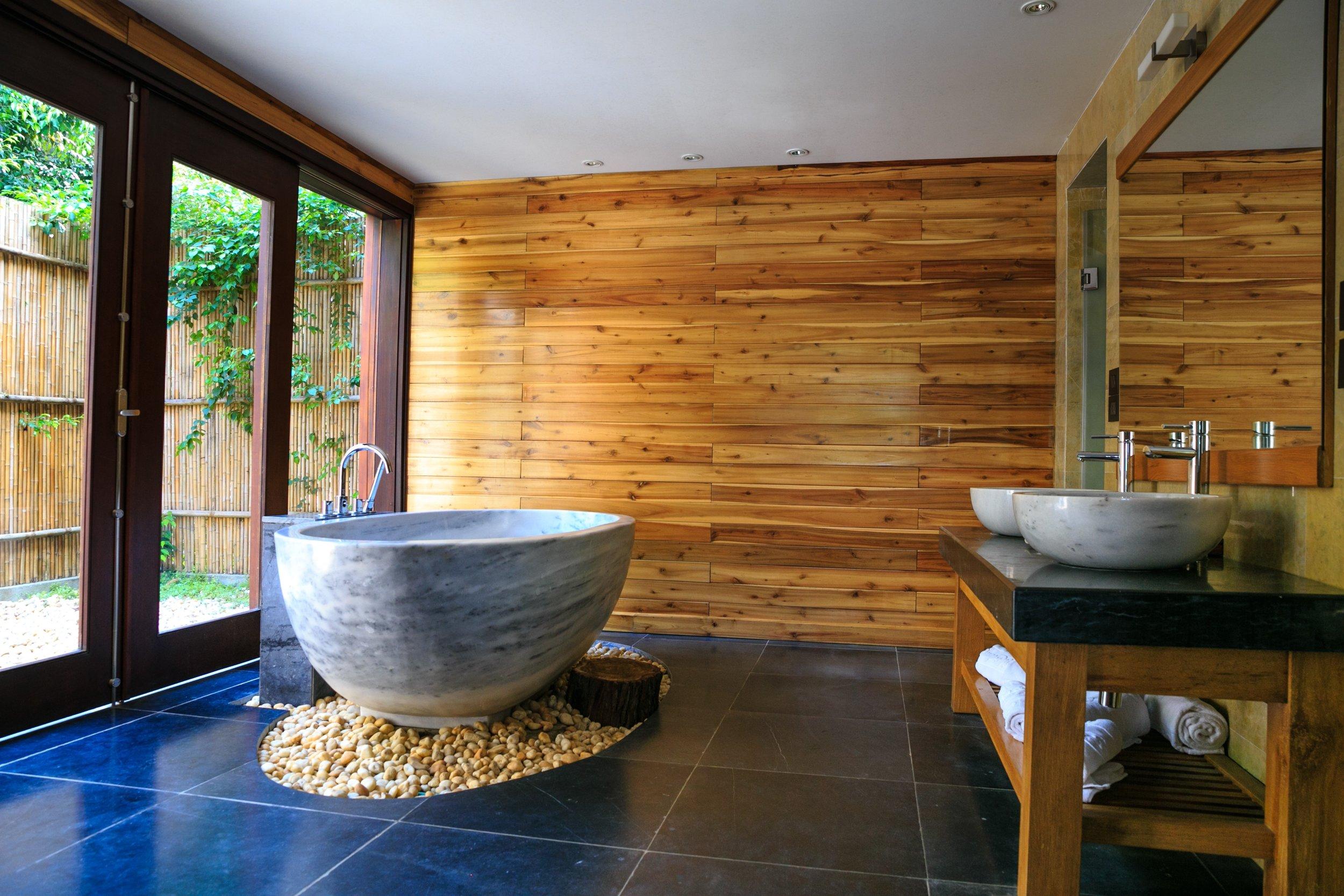 apartment-bathroom-bathtub-2134224.jpg