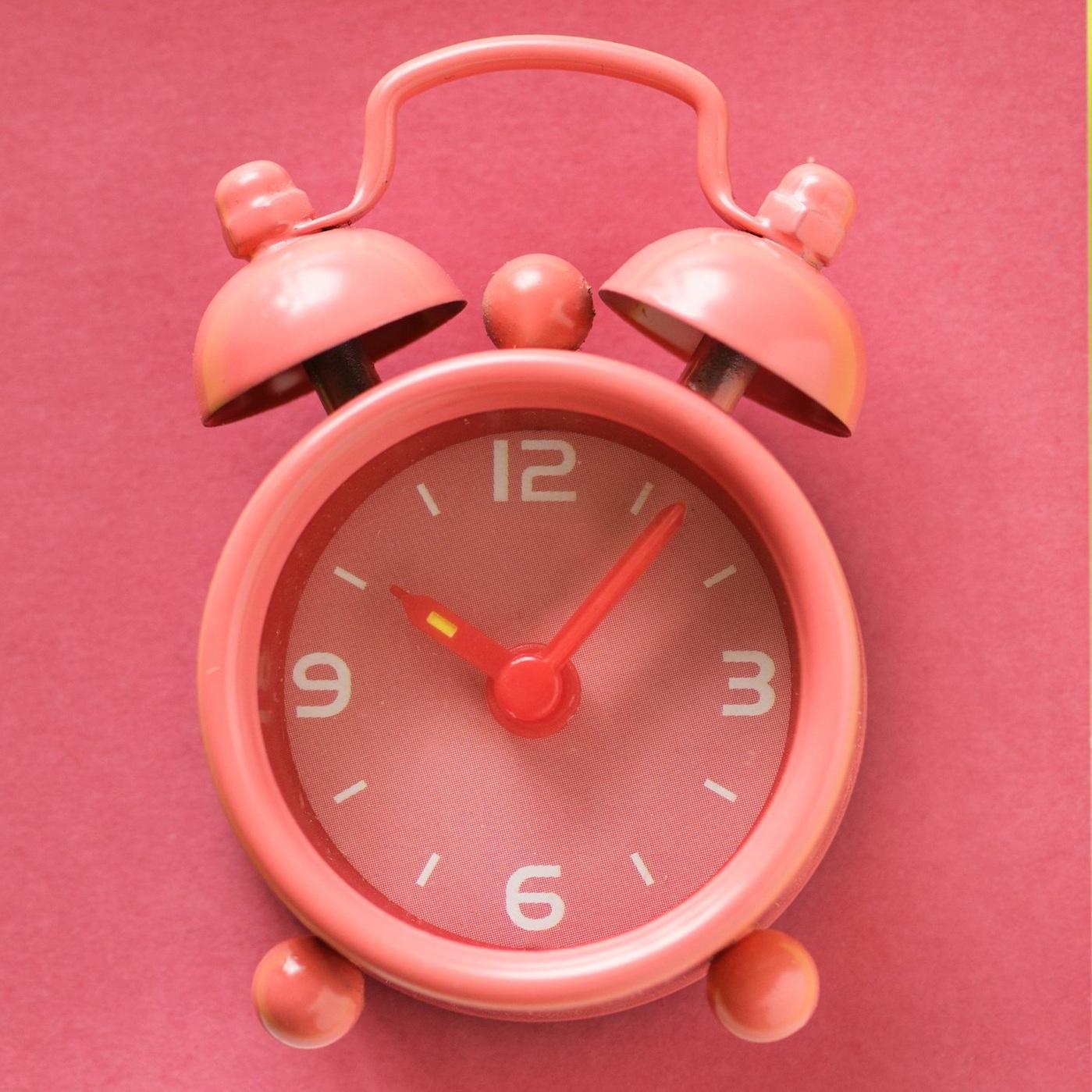 alarm-alarm-clock-analog-1162967.jpg