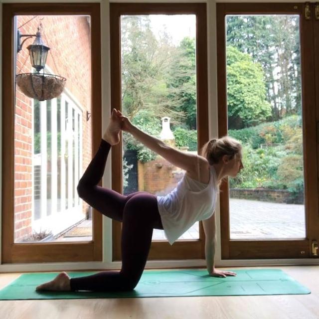 Keeping it real with the first video. Reality of yoga when you're mama to a 6 month old. Mid flow cries & cuddles (plus food and nappy change but I cut that out 🤣) Second video is a little flow ✨ . . .  #motherhood #liforme #yogamom #yogi #yogini #postpartum #yogabeginner #beginneryoga #yogagram #yogapose #yogainspiration #yogaplay #yogaeveryday #yogagram #yogagirl #yogalife #yogalove #yogamum #mumandbabyyoga #yogisofinstagram #yogagirl #mum #yogapractice #asana #namaste #yogajourney #igyogacommunity #babyyoga