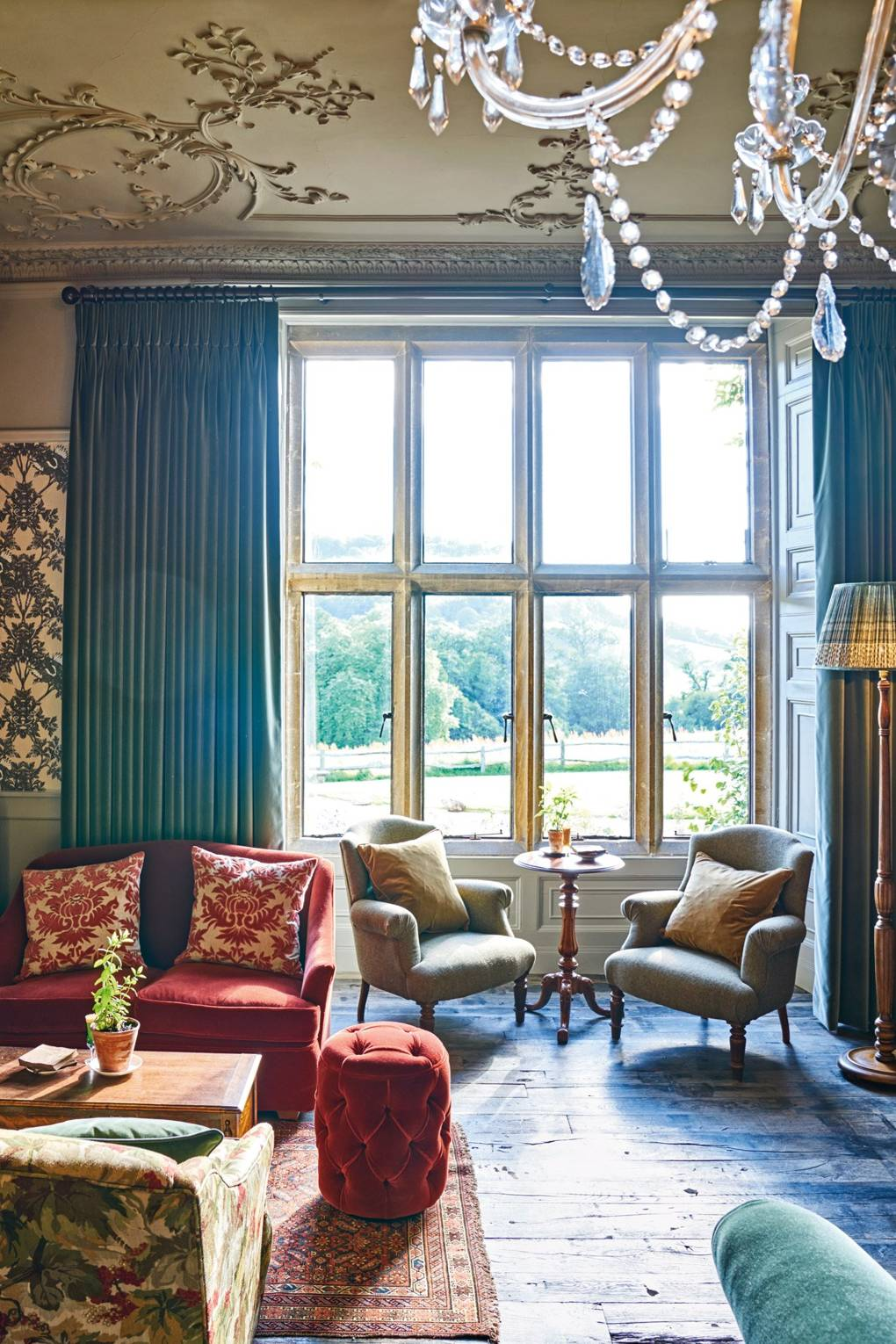 drawing-room-at-the-pig-at-combe-hotel-devon-conde-nast-traveller-18oct16-james-merrell.jpg
