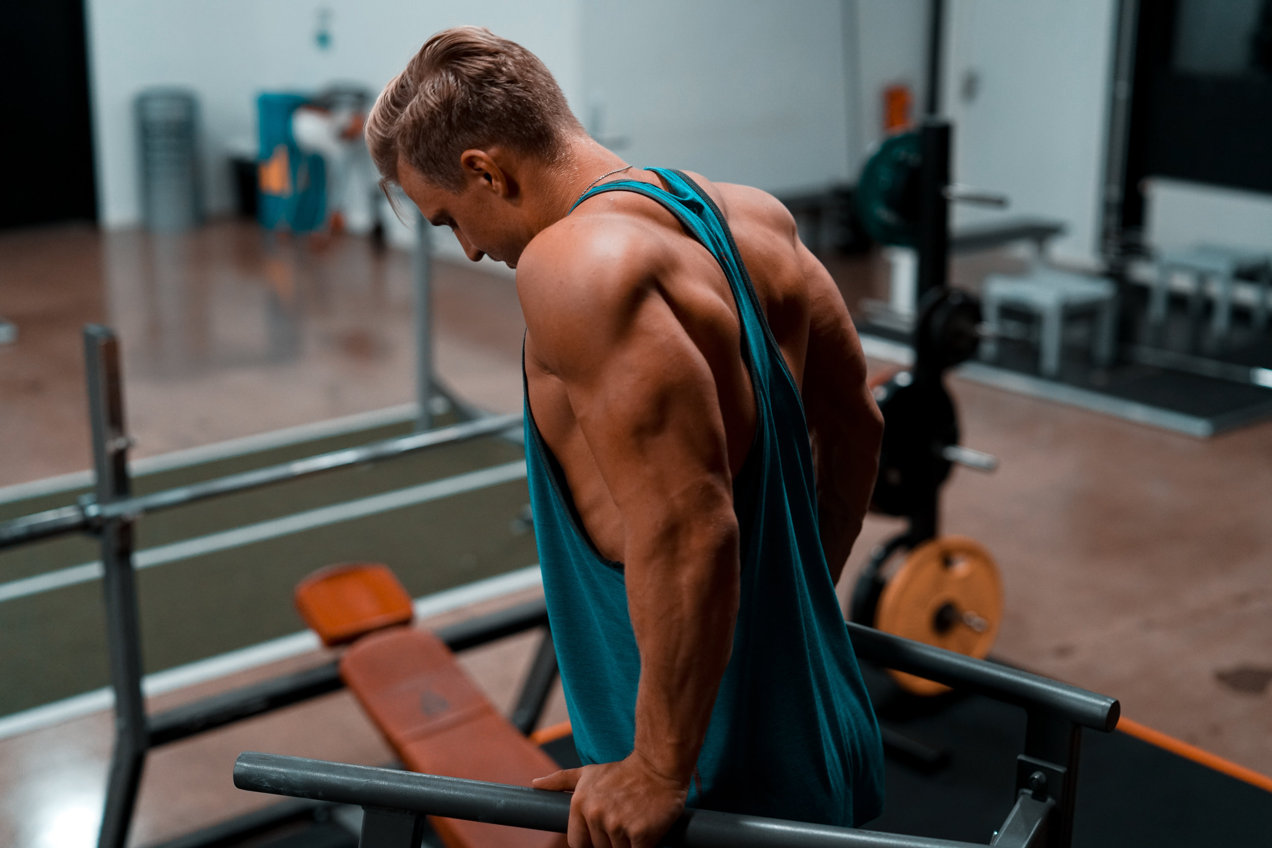 Bodybuilding - Optimizing skeletal muscle hypertrophy by ensuring an optimal level of stimulus for maximum adaptation and avoiding plateaus through a periodized approach.