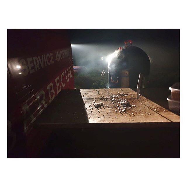 Wild cooking means smoking brisket overnight In the dark on a cliff in North Devon 🔥🚒😳👌🏼 . . #pompierbarbeque #pompier #igoadventures #adventure #wildcooking #proq #wildcooking #wildcamping #foodfireadventure
