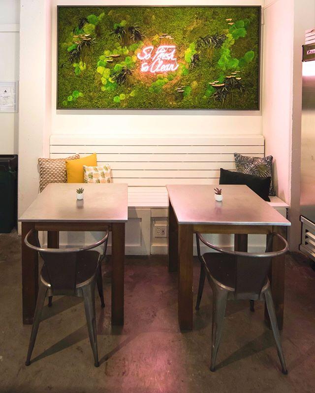 Stay fresh under the moss living wall 🌳 @planteddesign   ▪️   ▪️   ▪️   #JUICEANDGLOW  #bellevuewa #downtownbellevue #bellevuefoodie #seattle #seattlewa #seattlewashington #seattlefoodie #seattlefood #seattleeats #bestfoodseattle #seaeats #eatsofsea #bellevueeats #bellevuefood #seattlehealth #grubinseattle #eatseattle #eatsseattle #seattleeatsguide #eatsofseattle #seattleyoga #seattle_igers #healthyjuices #freshjuice #pressedjuice #seattledrinks #seattlehealth #seattleyoga #seattleyogi