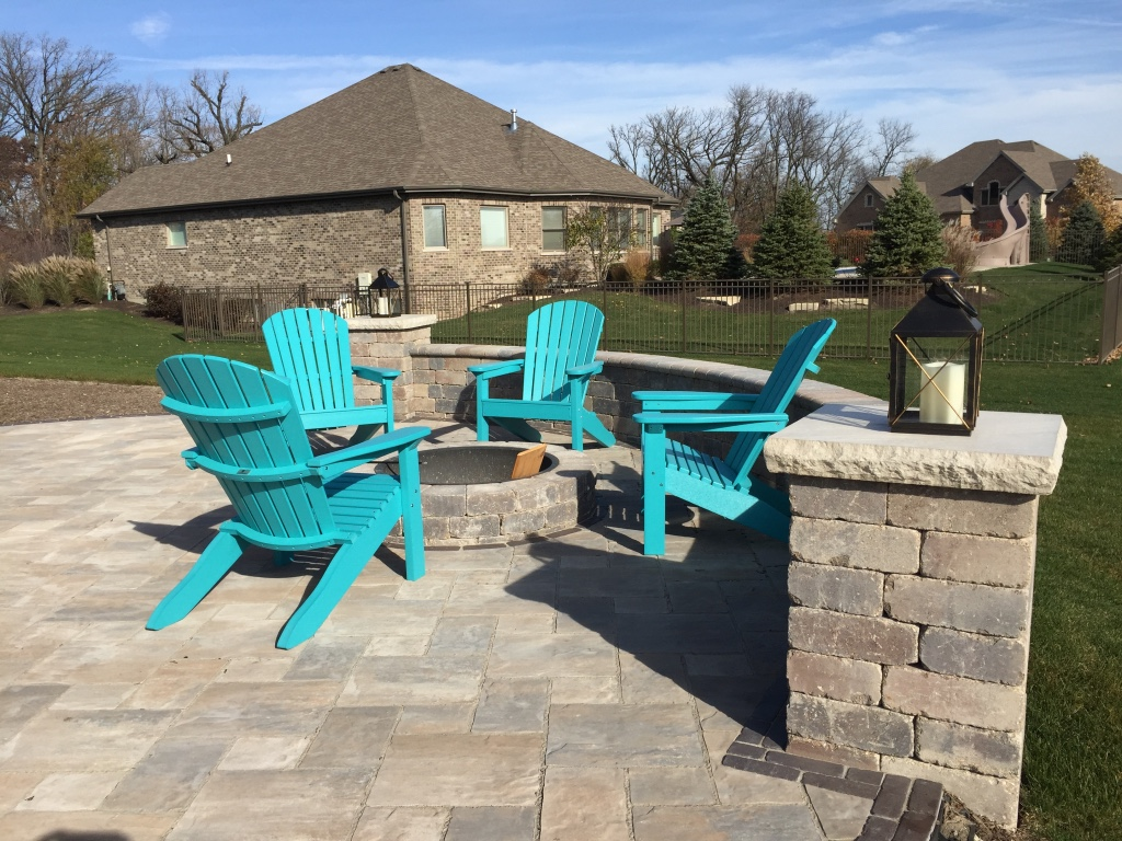 Retaining wall and outdoor fireplace in Peotone, IL