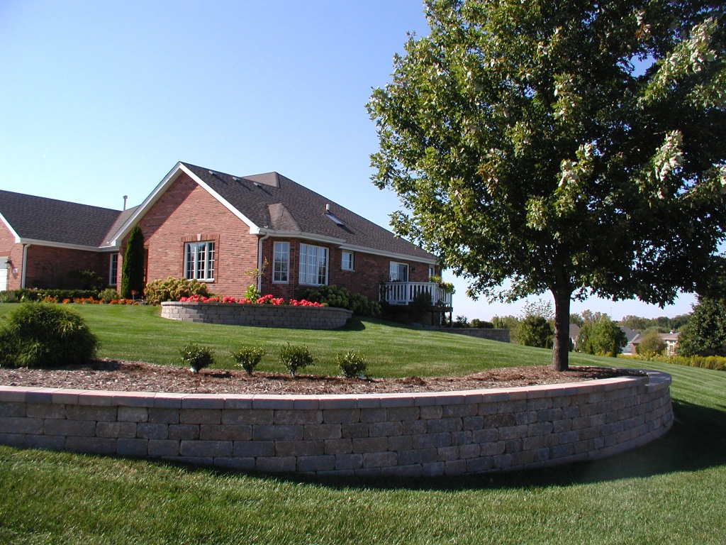 Peotone, IL top quality retaining wall