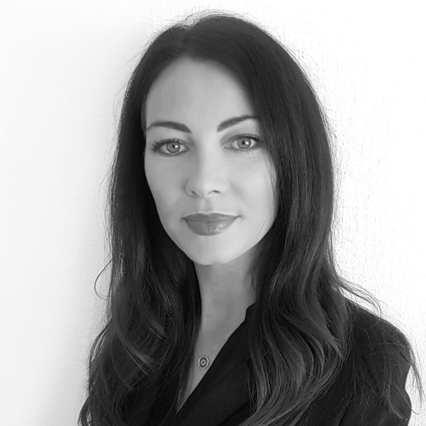 """PAMELA REDAELLI     ....Directrice..Managing Director....   ....Pamela Redaelli a fondé PR & co en mars 2014, après avoir évolué plus de dix ans dans le monde des relations publiques, de la communication et de l'organisation d'événements. Elle a notamment géré l'organisation du Grand Prix d'Horlogerie de Genève (GPHG) pendant plusieurs années, après avoir été Responsable de la communication à la Fondation Martin Bodmer au début de sa carrière. Pamela Redaelli a développé un solide réseau de contacts et une réelle passion pour ce métier de rencontres et de partage en constante évolution. ..Pamela Redaelli has founded PR & co in 2014, after eight years of experience in the field of public relations, communication and event organization. She especially managed the organisation of the """"Grand Prix d'Horlogerie de Genève"""" (GPHG) for several years, after being in charge of the communication at the Martin Bodmer Foundation in the beginning of her carreer. Pamela Redaelli developped a solid network and a true passion for this constantly growing activity made of encounters, gatherings with a sense of sharing. ...."""