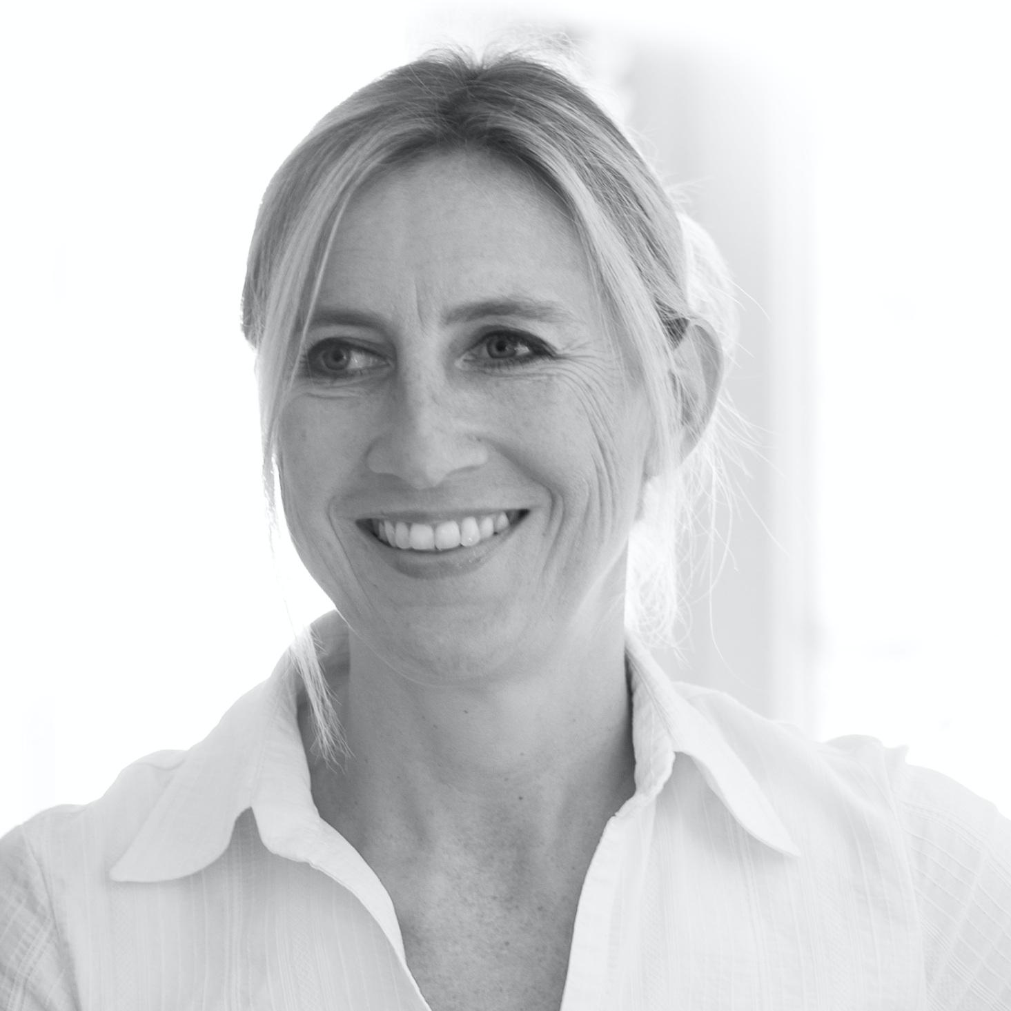 JANINE BOSSHARDT     ....Chef de projets en Suisse Alémanique..Project Manager in German-speaking Switzerland....   ....Janine Bosshardt conseille et accompagne des entreprises dans la planification et exécution de leurs activités de communication et marketing, et de leurs relations de presse, en particulier dans l'hôtellerie et la restauration et dans les secteurs d'alimentation et des voyages depuis 2004. Basée à Schwerzenbach / Zurich, Janine collaborait avec PR & co depuis 2014, avant de rejoindre officiellement l'équipe en 2019. ..Janine Bosshardt advises and assists companies in the planning and execution of their communication and marketing activities, as well as their press relations, particularly in the hotel and catering industry and in the food and travel sectors since 2004. Based in Schwerzenbach / Zurich, Janine has been working with PR & co since 2014, before officially joining the team in 2019. ....