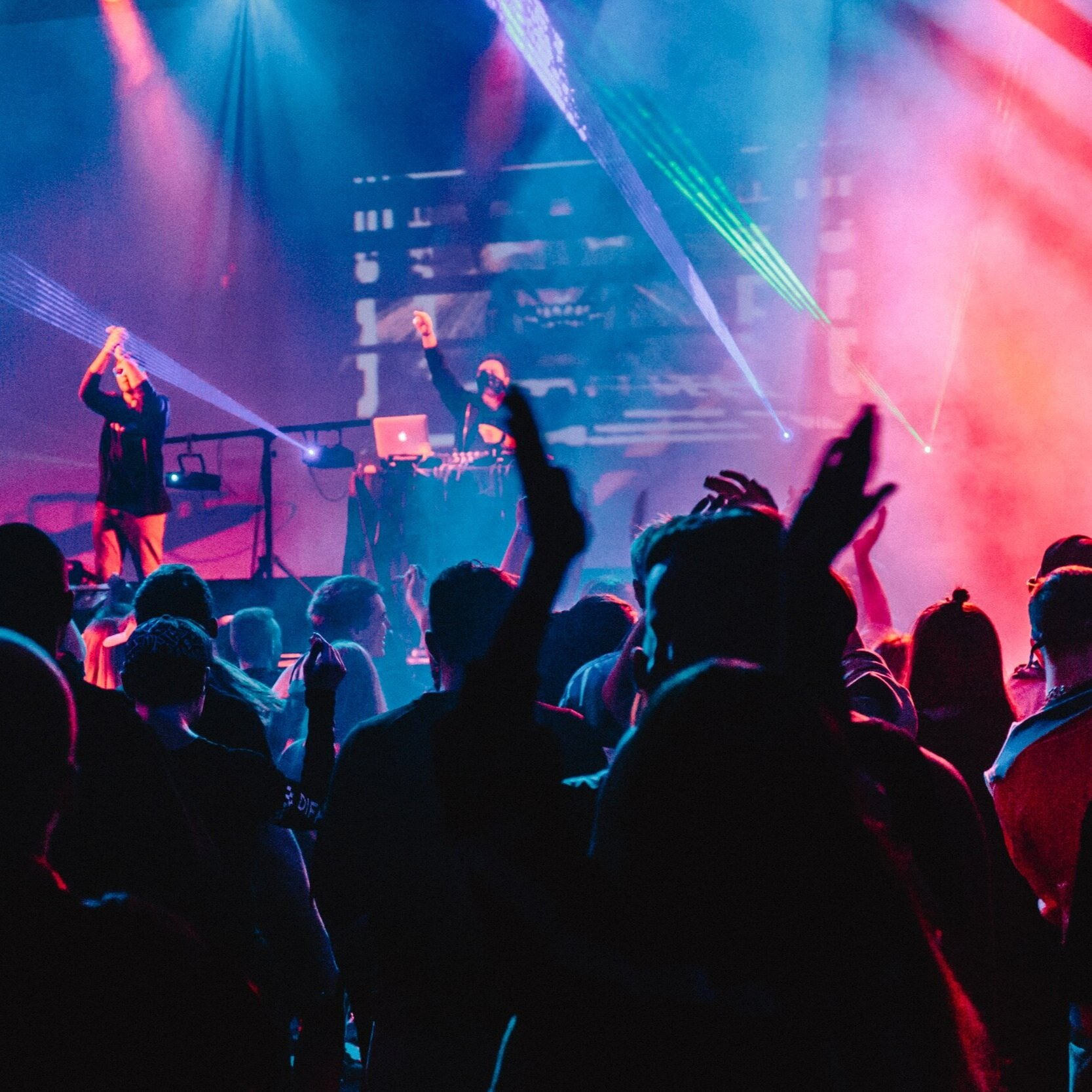 Nottingham Nightlife: - - Pub quiz at one of the many British pubs in Nottingham- Book a Gig at Rock City or Rescue Rooms- Lots of bars to enjoy around the city!- Get your dance on with Salsa Classes at Revs de Cuba!- Various Nightclubs with all types of music!