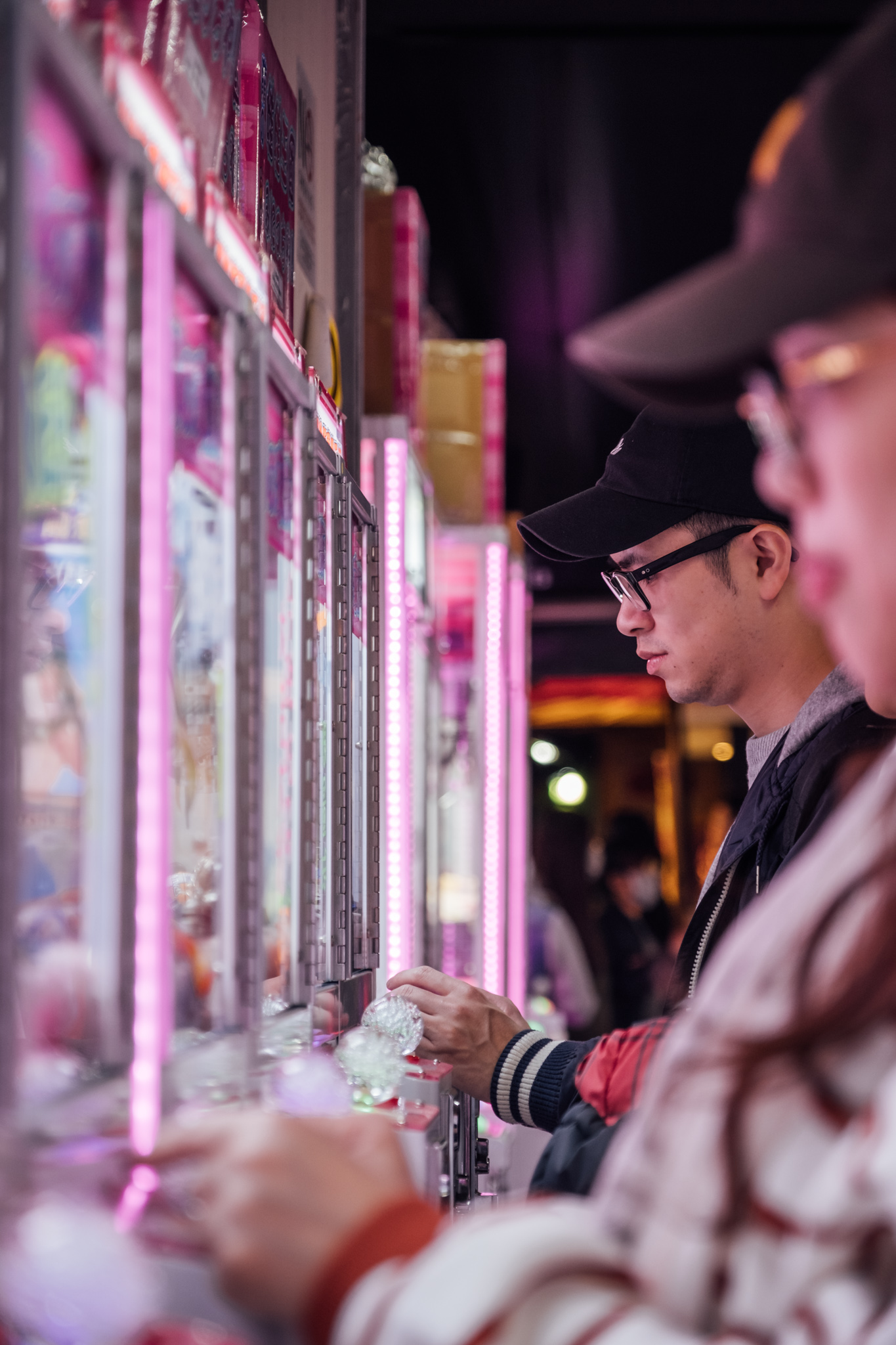 - It seems impossible to win in these crane games, but after you spend a certain amount, you can choose your own prize.