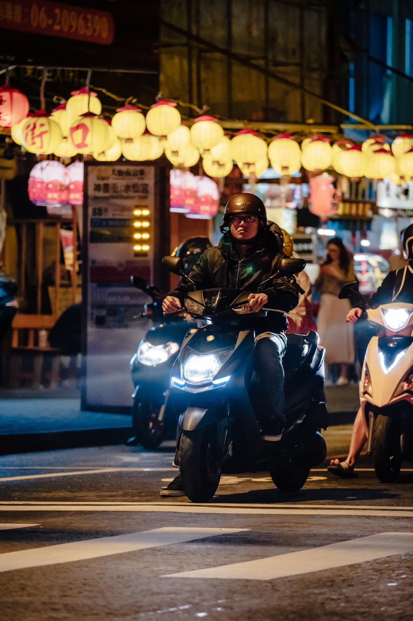 - 神農街 – Near the entrance of Shennong Street