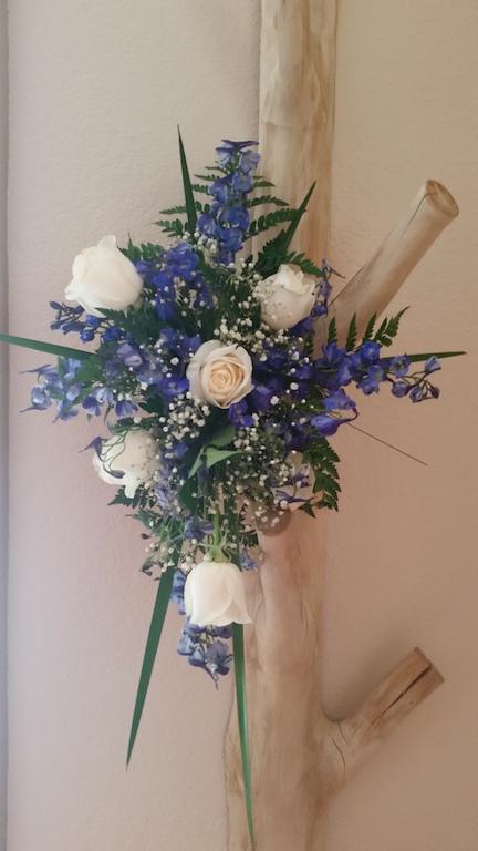 Arch Flowers at Tieback2.jpg