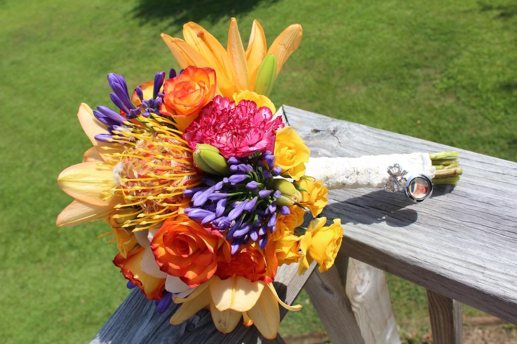 8515-Bridal-Bouquet-w-Locket-and-Veil-Lace.jpg