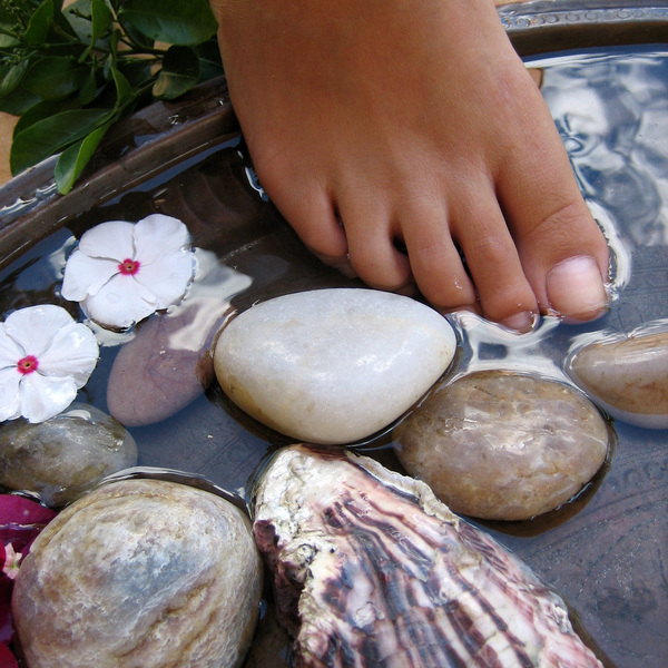 Ionic+Foot+Bath+adagio+holistic+therapies.jpg