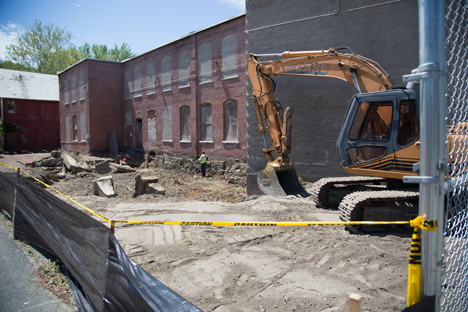 brick bldg construct.jpg