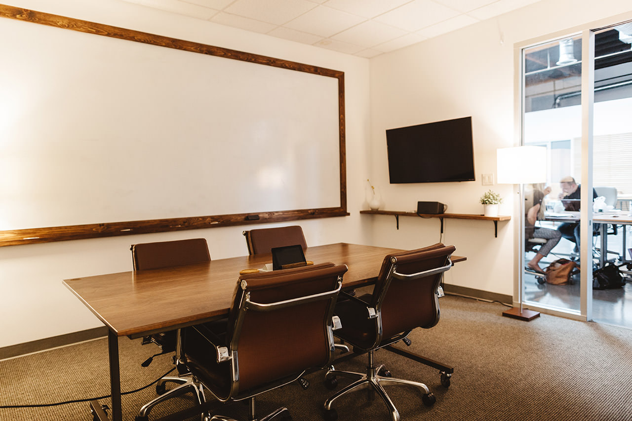 COSTA MESA SMALL MEETING ROOM $40/HR - Seats 4-6 people50
