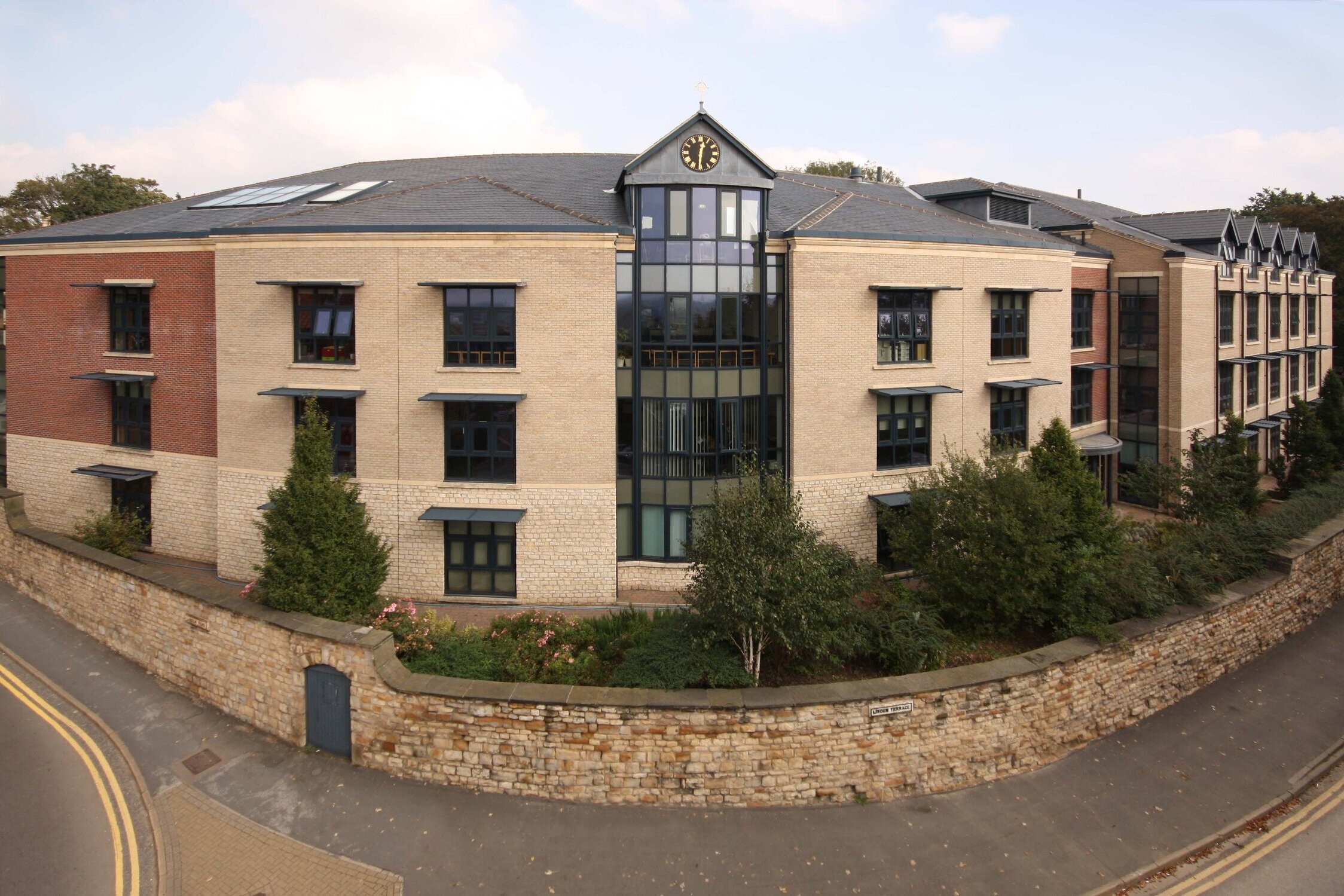 Lincoln Minster Senior School - Location: Lincoln, LincolnshireValue: £120,000.00Sector: EducationProducts: Aluminium casement windows, curtain walling and commercial entrance doors.