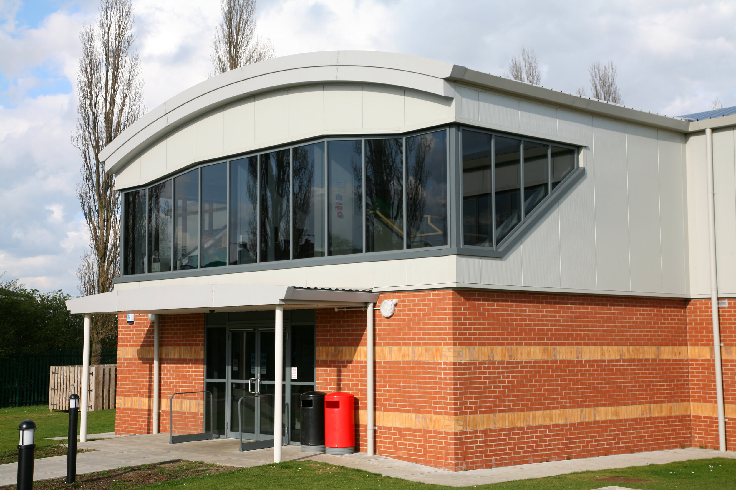 Ravendale Sports Pavilion - Location: Lincoln, LincolnshireValue: £40,000.00Sector: Commercial BuildingProducts: Aluminium casement windows, curtain walling and commercial entrance doors