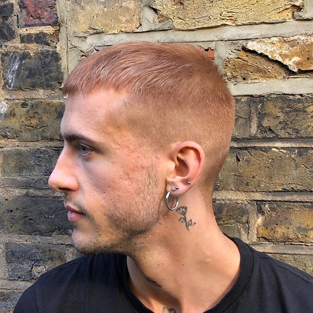 Mmm peaches and dreams 🍑 cut and colour by @music_is_in_the_hair 🤩 @robin.smed  #shorthair #barber #veganbarber #organichair #owayofficial #whipstergarm #whiphackney  #peachhair #sustainablesalon