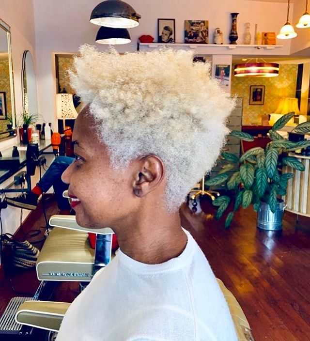 Horahhhh suns out again ☀️we are enjoying this ray of Sunshine too thanks for coming in Lucy 🌈😘 Colour by @sboggia and cut by @iamjamesthemac  #bleachjob #owaycolour #organiccolour #veganhair #organichaor #afrohair #afro #inclusivesalon #sustainablesalon #whipstergram #whiphackney #ecosalon