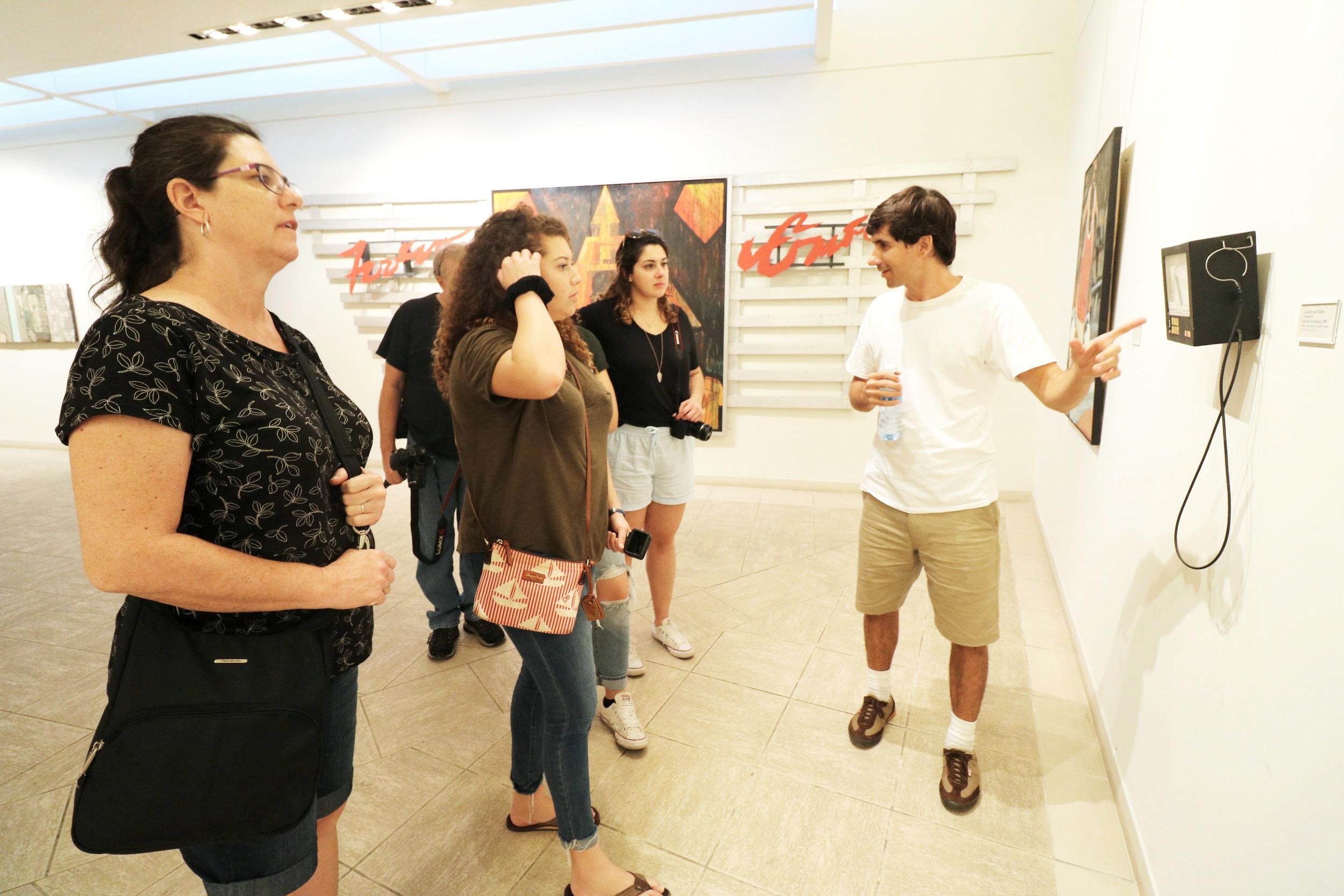 Onel explaining a Cuban art piece