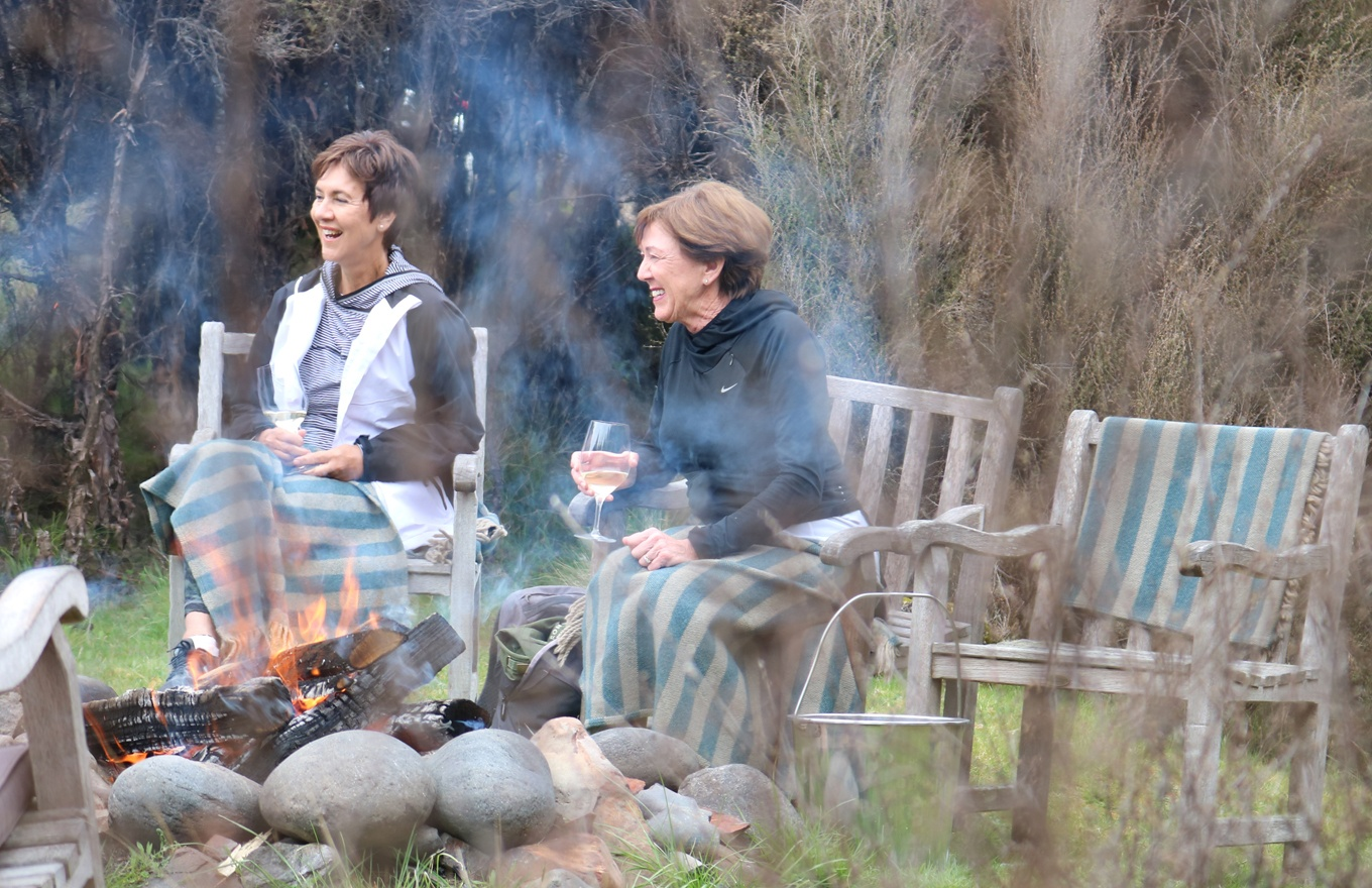 1360x880-safari-camp-day-fire-wine.jpg