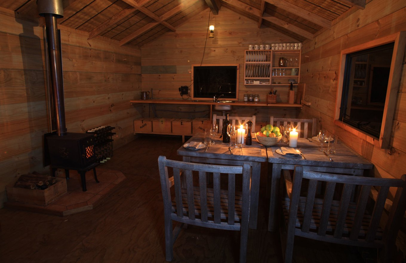 1360x880-safari-camp-dining.jpg