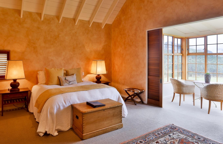 1360x880-blakehouse-bedroom-stay-1.jpg