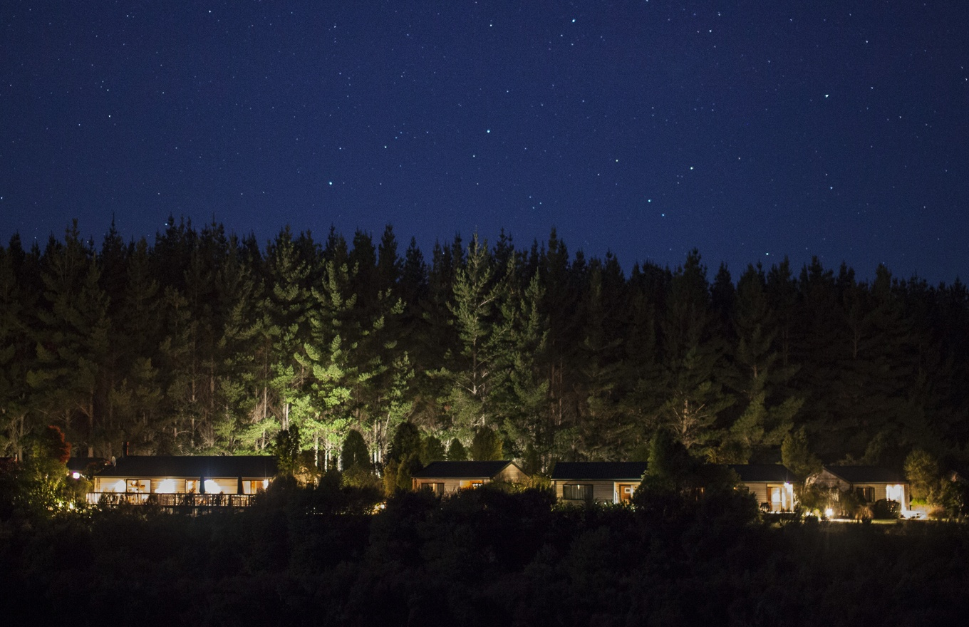 1360x880-the-lodge-night-sky.jpg