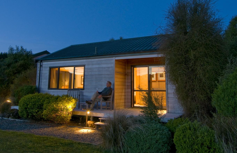1360x880-the-lodge-cabin-night-1.jpg