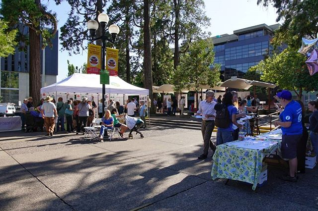 The Block Party is FANTASTIC 😁 Thank you to everyone who came out to make this amazing event successful! If you still haven't stopped by, we're here until 9PM!! . #letsdesignets #eugenetownsquare #eugparkblocks #blockparty #cityofeugene #getinvolved #oregon #eugeneoregon #downtown