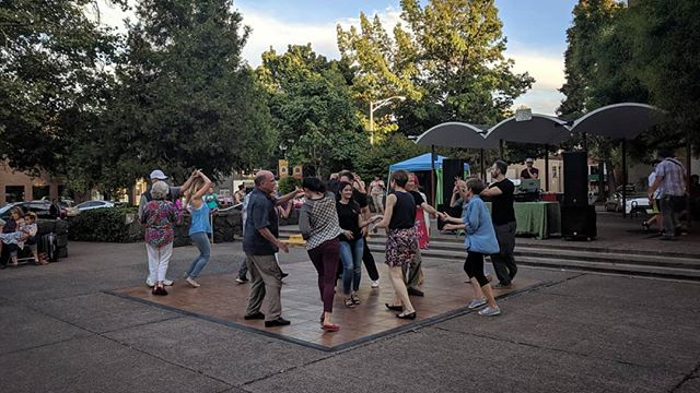 September Shindig was a success! Thanks to all our artists last night for their fantastic performances 🕺💃👍 . #letsdesignets #eugenetownsquare #eugparkblocks #september #shindig #cityofeugene #getinvolved #oregon #eugeneoregon #downtown #dance